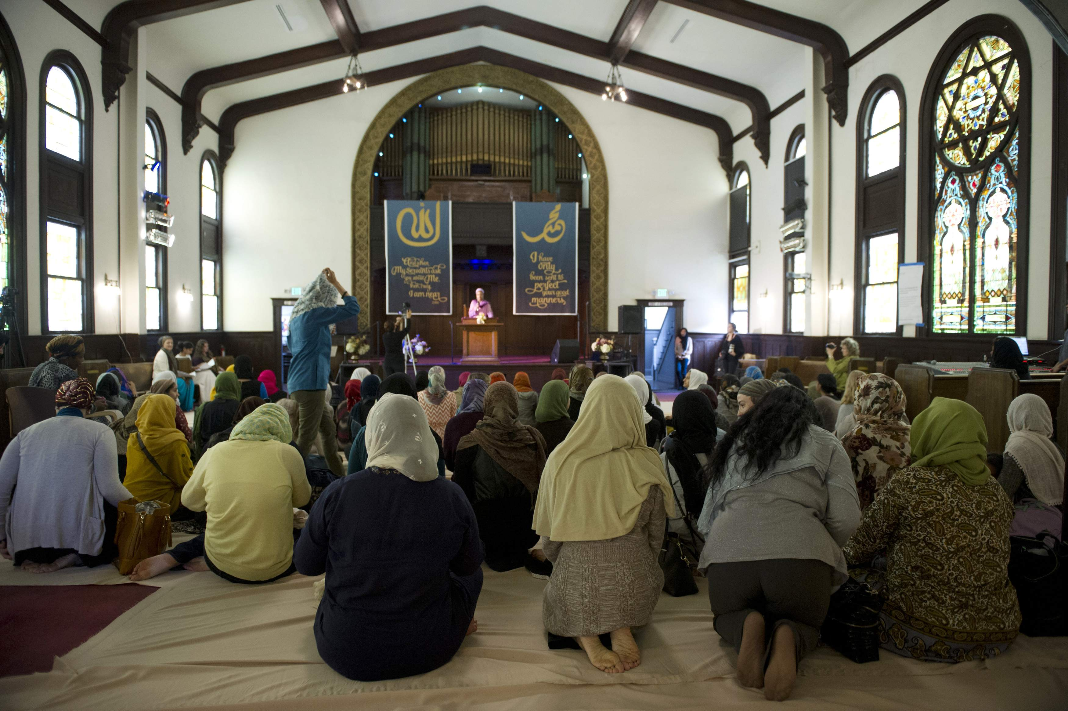 Muslim women kneel for the prayer service at the Women's Mosque of America in downtown Los Angeles, California.  Lori Shepler / Reuters