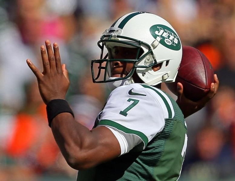 New York Jets quarterback Geno Smith passing against the Denver Broncos during the first quarter of their NFL game at MetLife Stadium. Adam Hunger / USA TODAY Sports.