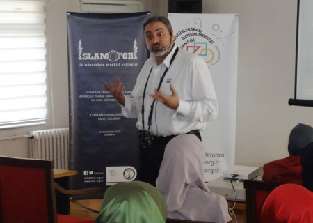 Fadel Solimon conducts a workshop with students in Istanbul. Photo courtesy of Center for Cross-Cultural Communication